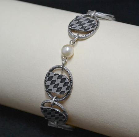 Bavarian Shield Pearl Bracelet