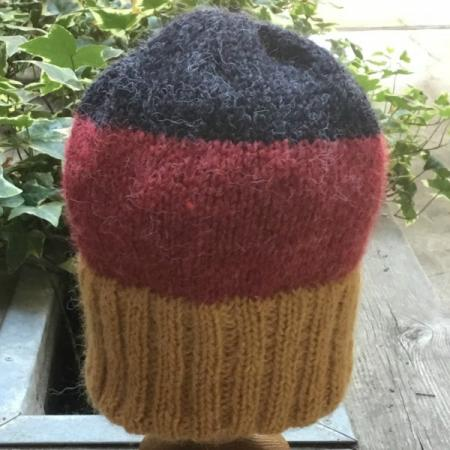 beanie_on_stand_base