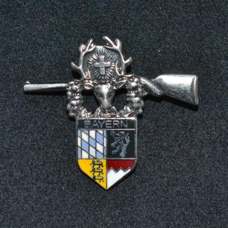 Bayern stag and rifle hat pin