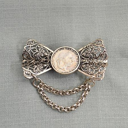 coin bow pin