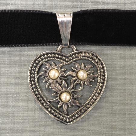 Edelweiss Heart Pearl Choker
